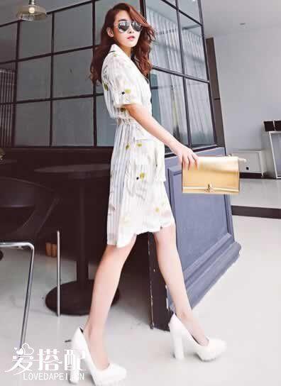 白色印花连衣裙