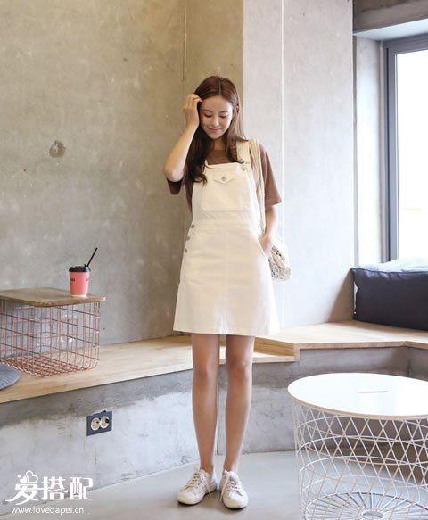 素雅丹宁风   搭配:白色丹宁+小白鞋